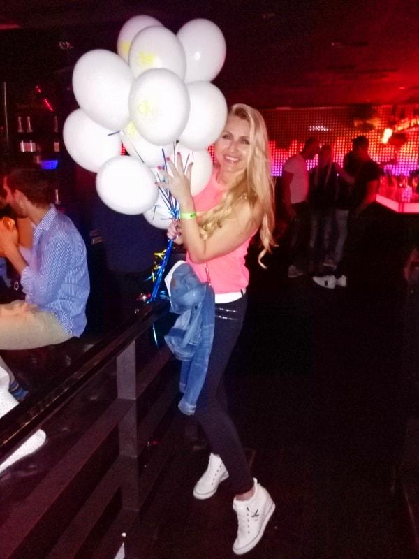 V clubu v Praze