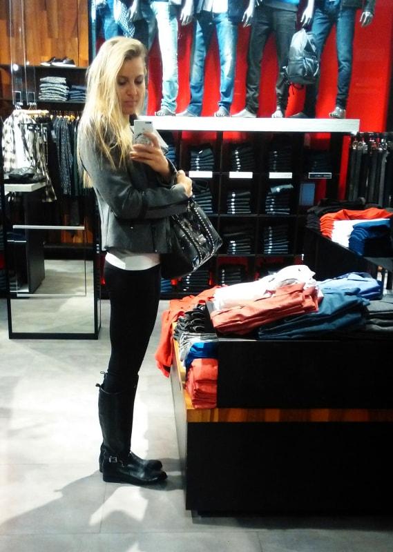 V obchodě Guess v USA