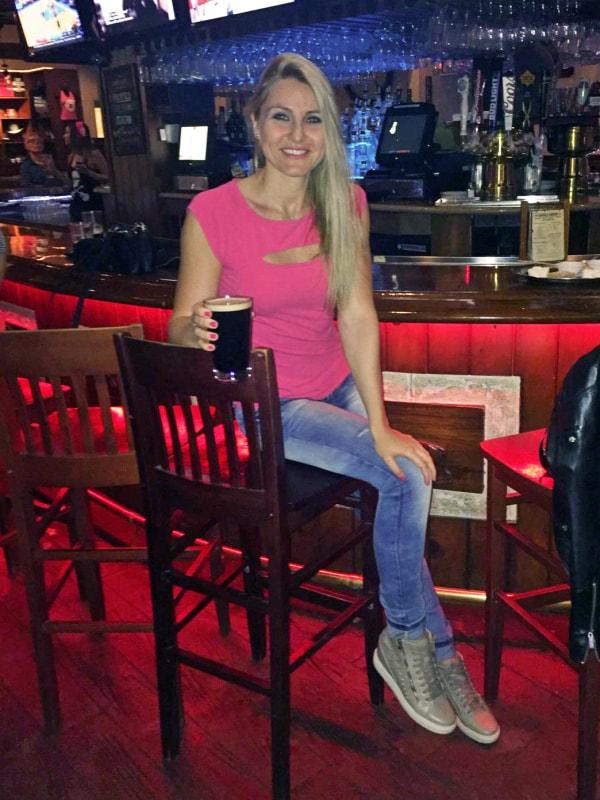 V baru v USA