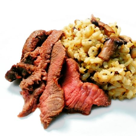 Fitness hovězí steak s cuketovým rizotem - zdravý recept Bajola