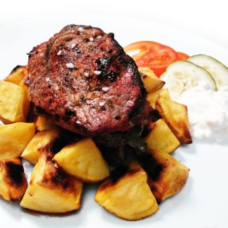 Fitness hovězí steak s pečenými bramborami - zdravý recept Bajola