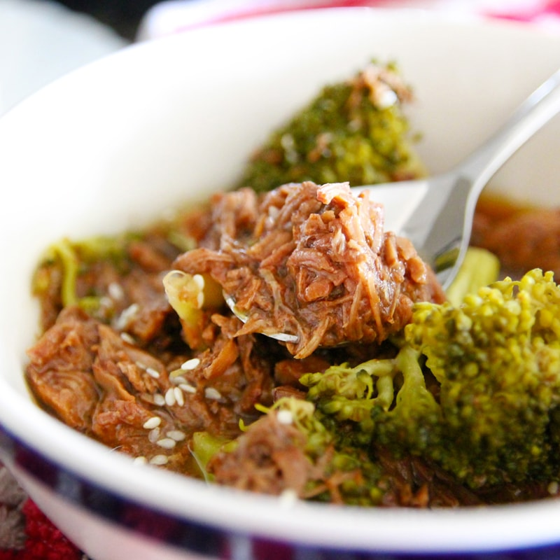 Fitness trhané hovězí s brokolicí pomalý hrnec - zdravý recept Bajola