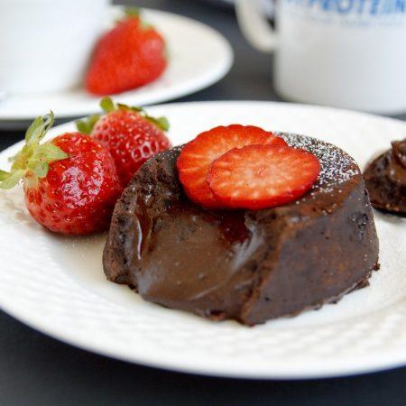 Fitness čokoládový lava cake - lávový dortík - fondant - zdravý recept Bajola