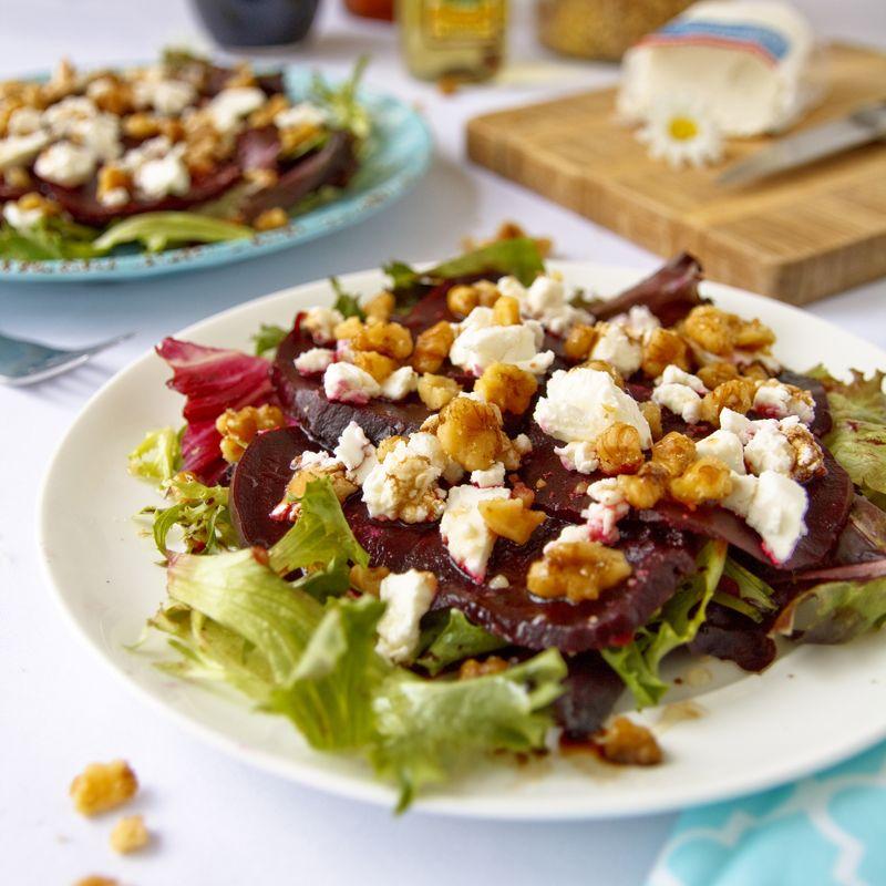 Salát z červené řepy s kozím sýrem - zdravý recept Bajola