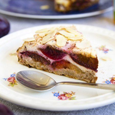 Fitness švestkový koláč z ovesné kaše - zdravý recept Bajola