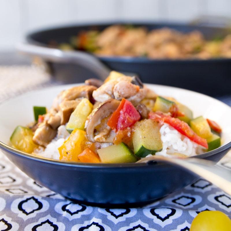 Fitness kuřecí maso s cuketou a houbami - zdravý recept Bajola