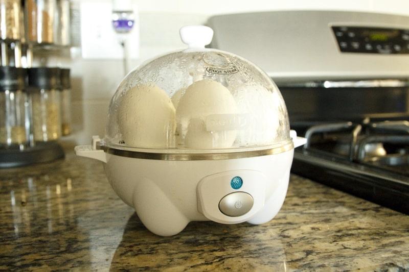 Vaření vajec v elektrickém vejcovaru mi šetří práci i čas