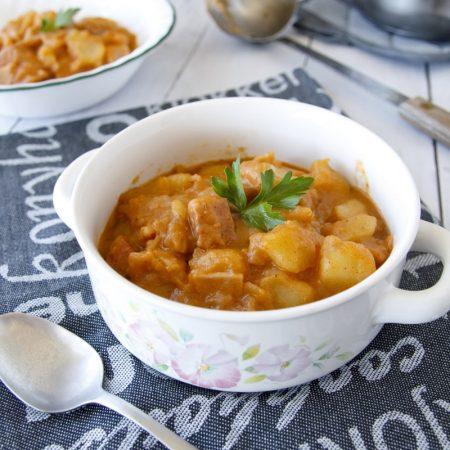 Fit bramborový buřtguláš - recept Bajola