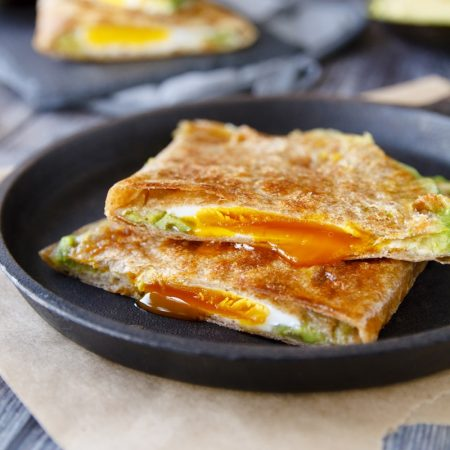 Fit quesadilla - vejce avokádo sýr šunka - recept Bajola